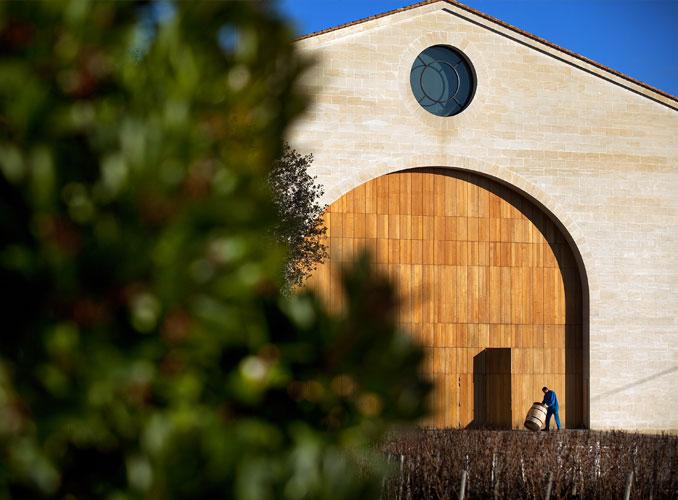 <p>La porte monumentale du nouveau cuvier de Château Mouton Rothschild.</p>