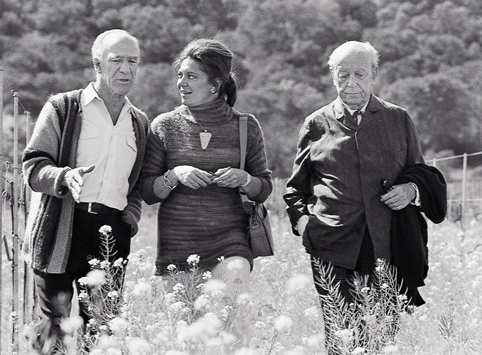 <p>From left to right : Robert Mondavi, the Baroness Philippine de Rothschild and her father the Baron Philippe de Rothschild in California.</p>