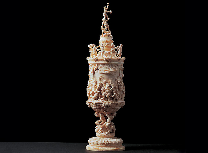 "<p><b>Ceremonial welcome cup or '<em>Wiederkomm</em>'<br /> </b>Antoni Leoni (active in Düsseldorf 1704-1715)<br /> Signed on the base: ""ANTONI LEONI VENET. F.""<br /> Ivory – Height 61.5 cm<br /> Germanic countries – Düsseldorf – c. 1710</p>"