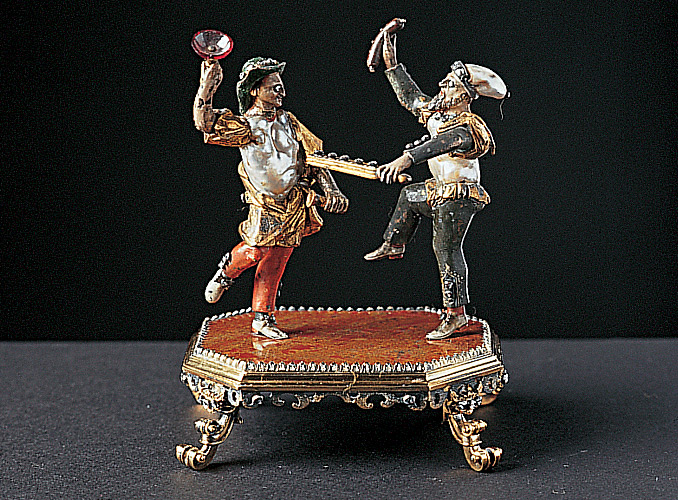 <p><b>两个喜剧人物</b></p> <p>镀金银器, 绘珐琅,镶珍珠、宝石和钻石。<br /> 高11.5厘米<br /> 可能产自德国,年代:18世纪初。</p>