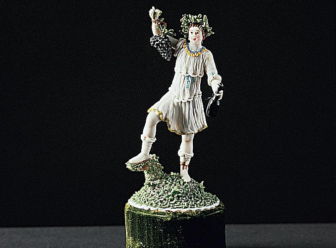 <p><b>秋天 II</b></p> <p>高10厘米<br /> 瓷器,外表是一层经过热处理的绘珐琅玻璃线<br /> 法国内维尔地区<br /> 17世纪下半叶</p>
