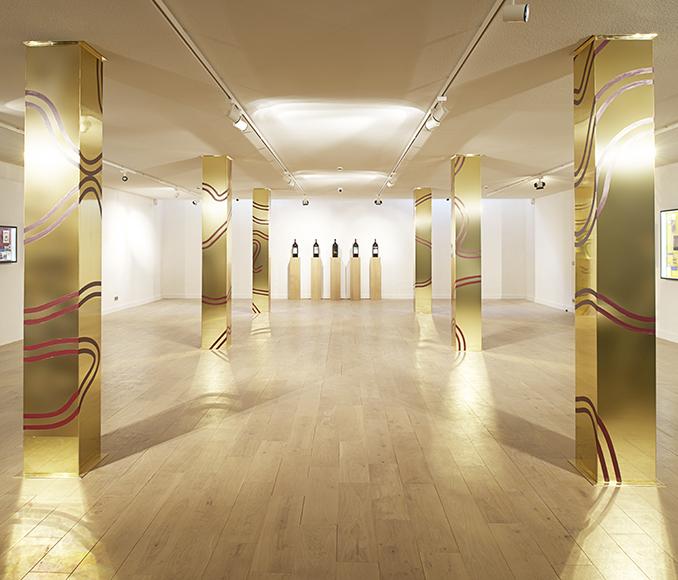 <p>Les colonnes de l'artiste Guy de Rougemont scandent l'espace de L'Exposition l'Art et l'Etiquette.</p>