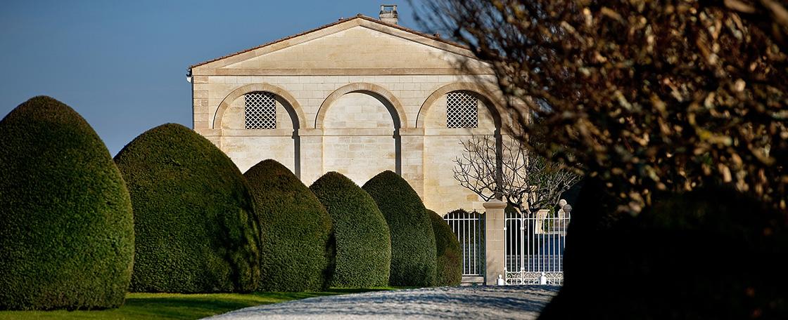Vue Allee graviers jardins Mouton Rothschild